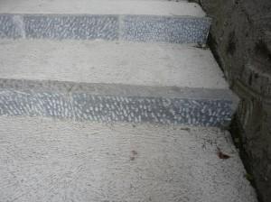 Le soglie dei gradini, pericolose in caso di caduta.