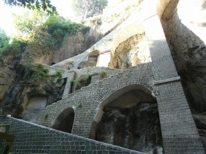La discesa pedonale nel vallone di San Giuseppe, che dalla Via Jomella Grande - al confine tra Sant'Agnello e Piano - conduce alla marina di Cassano