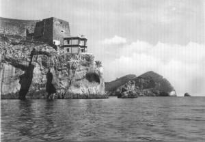 il vecchio faro di Punta Campanella, immagine tratta da www.massalubrense.it/foto/cartoline