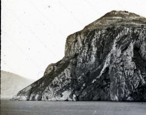 Capri, punta del Capo. In lontananza si scorge il promontorio di Punta Campanella.