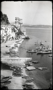 Cetara, costiera amalfitana. Fotografia del 1952.